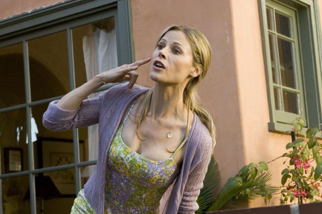 Wird Tommys Exfreundin Christy (Julie Bowen) herausfinden, dass er gar nicht wie gedacht in Frankreich war, sondern drei Jahre im Gefängnis saß? - Bildquelle: Bruce Birmelin 2008 Crazy Inc. / Boxing Cat Ent.