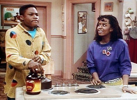Bill Cosby Show - Theo (Malcolm-Jamal Warner, l.) muss über die Rätselfrage,...
