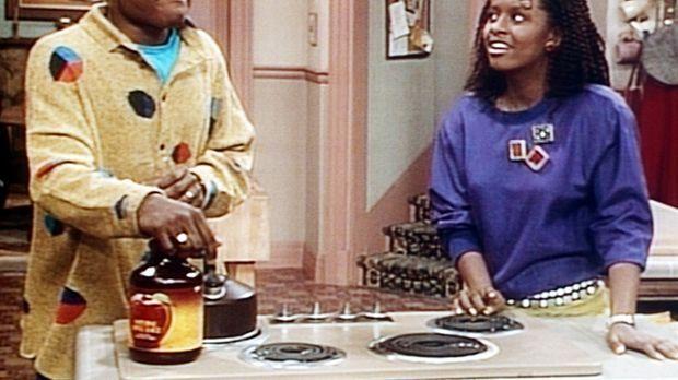 Theo (Malcolm-Jamal Warner, l.) muss über die Rätselfrage, die ihm Vanessa (T...