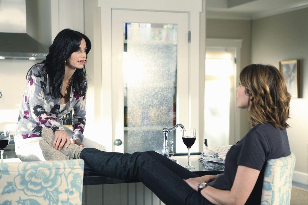 Gute Freunde: Jules (Courteney Cox, l.) und Ellie (Christa Miller, r.) ... - Bildquelle: 2009 ABC INC.