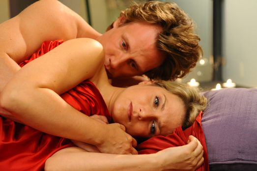 Anna und die Liebe - Anna (Jeanette Biedermann, r.) kann sich nicht einfach v...