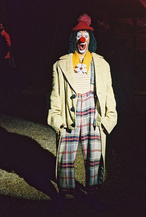 Victor (Jochen Horst) ist Clown im Circus Holiday, der kurz vor dem Ruin steht. Die Zuschauer bleiben aus und die Einnahmen reichen nicht. - Bildquelle: Spitz Sat.1