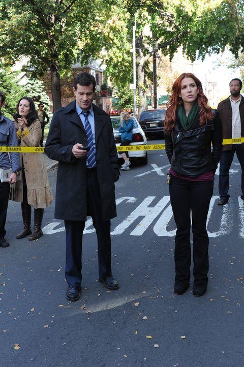 Gemeinsam machen sie sich auf die Suche nach dem Mörder, der jungen Pflichtverteidigerin Mary Hanson: Carrie (Poppy Montgomery, r.) und Al (Dylan Wa... - Bildquelle: 2011 CBS Broadcasting Inc. All Rights Reserved.