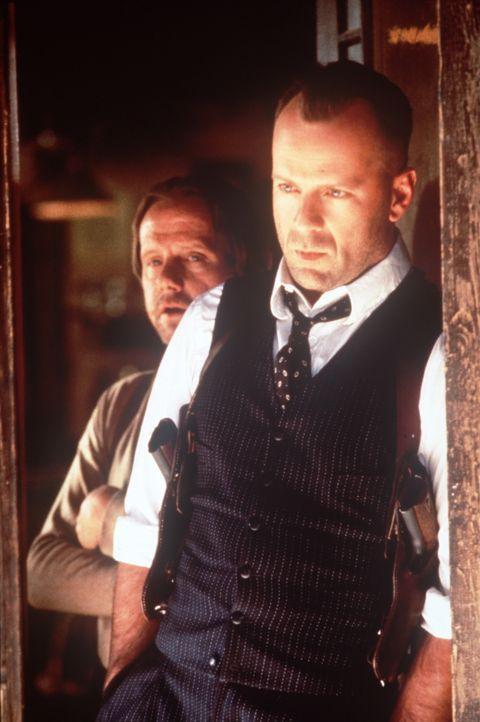 Der Hotelbesitzer Joe Monday (William Sanderson, l.) rät John Smith (Bruce Willis, r.), schnell wieder die Stadt zu verlassen ... - Bildquelle: New Line Cinema