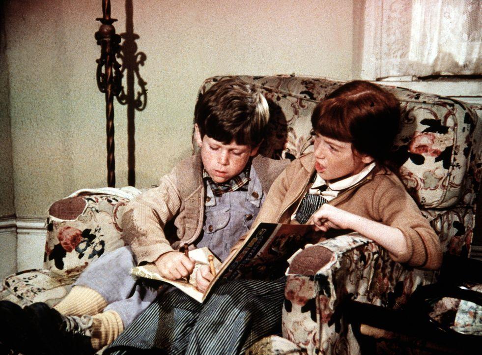 Der kleine Luke (Kristopher Marquis, l.) ist bei den Waltons und seiner Freundin Elizabeth (Kami Cotler, r.) zu Besuch, während sein Vater in Richmo... - Bildquelle: WARNER BROS. INTERNATIONAL TELEVISION