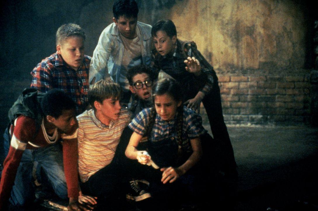"""Der Club der """"Verlierer"""": v.l.n.r Mike (Marlon Taylor), Ben (Brandon Crane), Bill (Jonathan Brandis,) Stan (Ben Heller), Richie (Seth Green), Eddie... - Bildquelle: Warner Bros."""