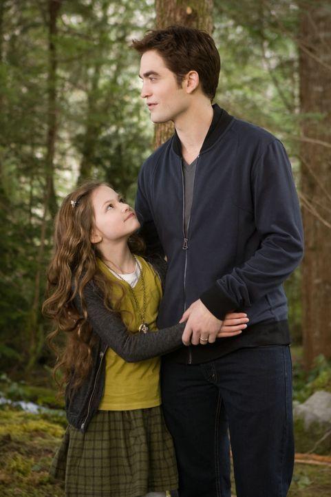 Edward mit Tochter Renesmee - Bildquelle: 2012 Summit Entertainment, LLC. All rights reserved.