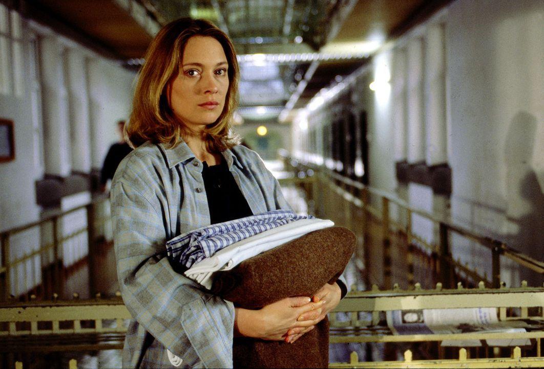 """Die junge Anwältin Daniela (Katja Weitzenböck) wird von Serienkiller """"Amor"""" so geschickt in den Fall verwickelt, dass sie in Verdacht gerät, etwas m... - Bildquelle: Erika Hauri SAT.1"""