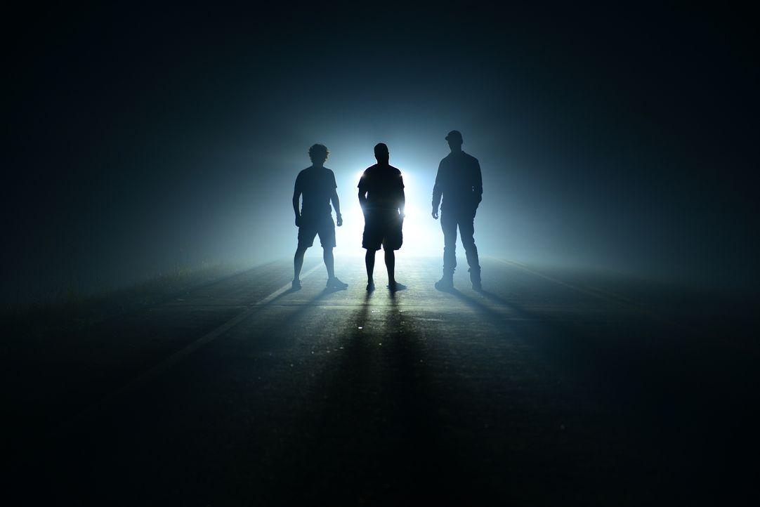 (v.l.n.r) Greg, Chris und Ricky sind geschockt, als sie Zeugen eines gigantischen Wandbrandes werden und die dramatischen Folgen von nahem betrachte...