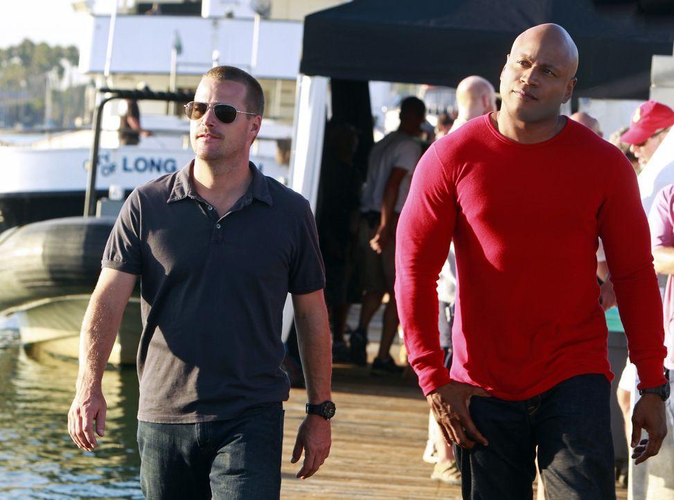 Ein Mord an einem ehemaligen Navy Officer, der für eine Friedensorganisation arbeitete, beschäftigt Callen (Chris O'Donnell, l.) und Sam (LL Cool... - Bildquelle: CBS Studios Inc. All Rights Reserved.