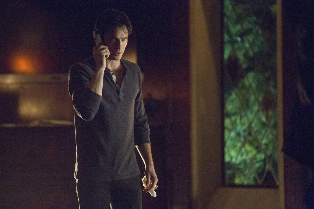 Um Bonnie aus ihrem seltsamen Schlaf zu wecken, fasst Damon (Ian Somerhalder) einen gefährlichen Plan, der die Wut der Jägerin noch steigern könnte... - Bildquelle: Warner Bros. Entertainment, Inc.