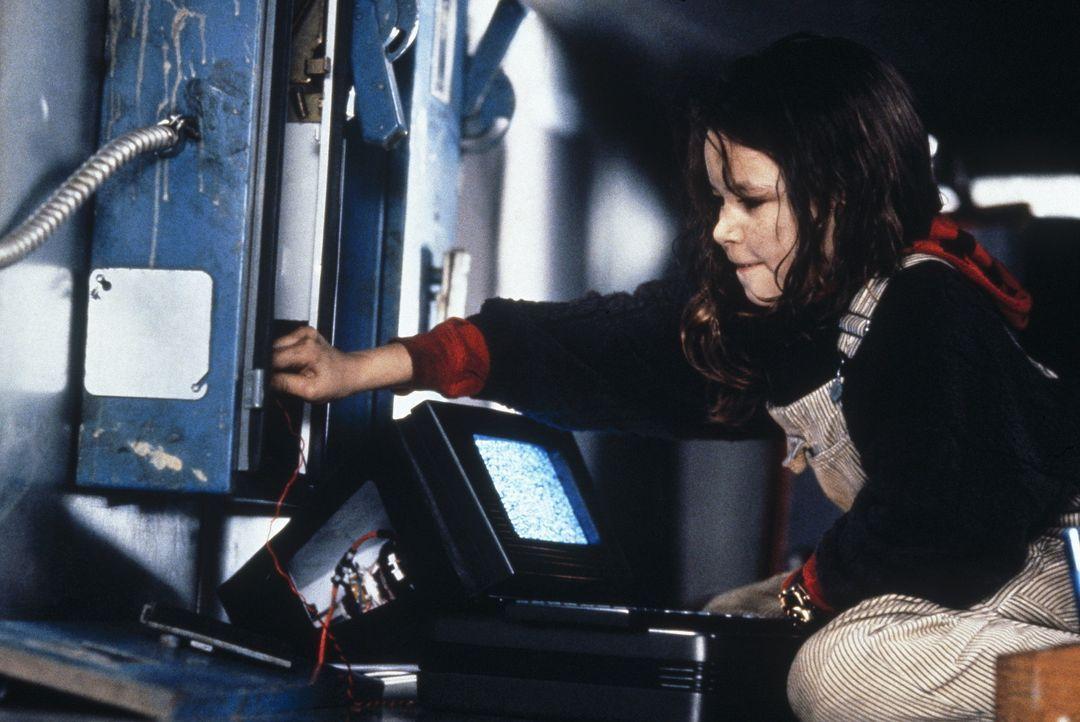 Die kleine Nikko (Remy Ryan) ist ein wahres Computer-Genie ... - Bildquelle: Columbia TriStar Film