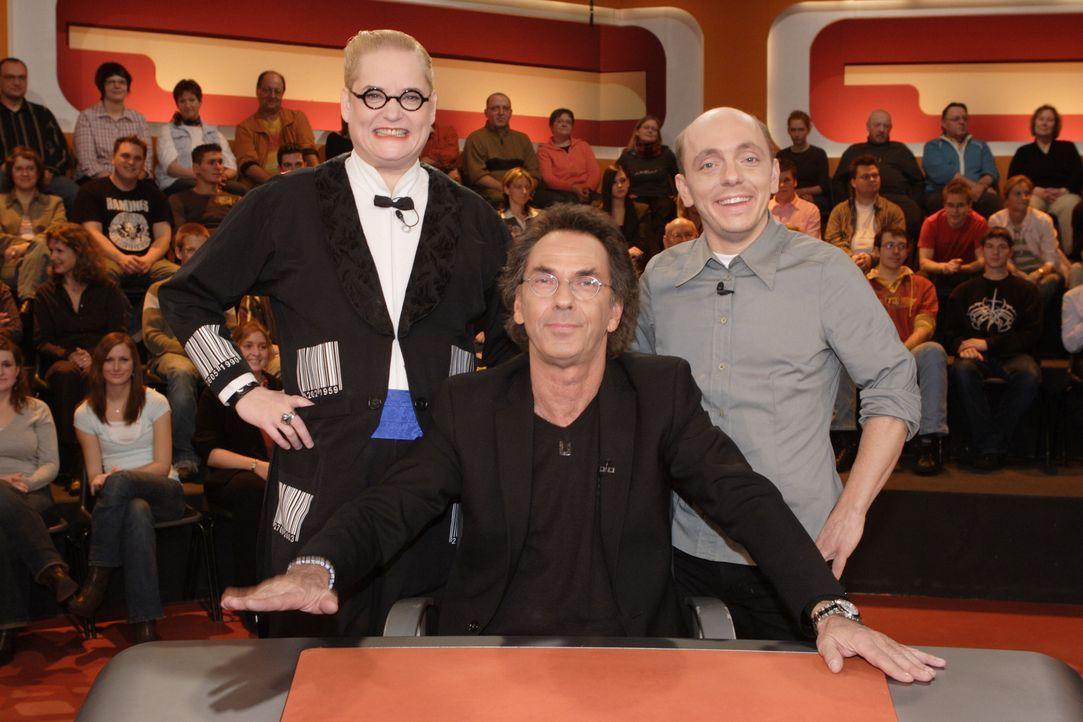 """""""Genial daneben - Die Comedy Arena"""" mit (v.l.n.r.) Hella von Sinnen, Hugo Egon Balder und Bernhard Hoëcker - Bildquelle: Sat.1"""