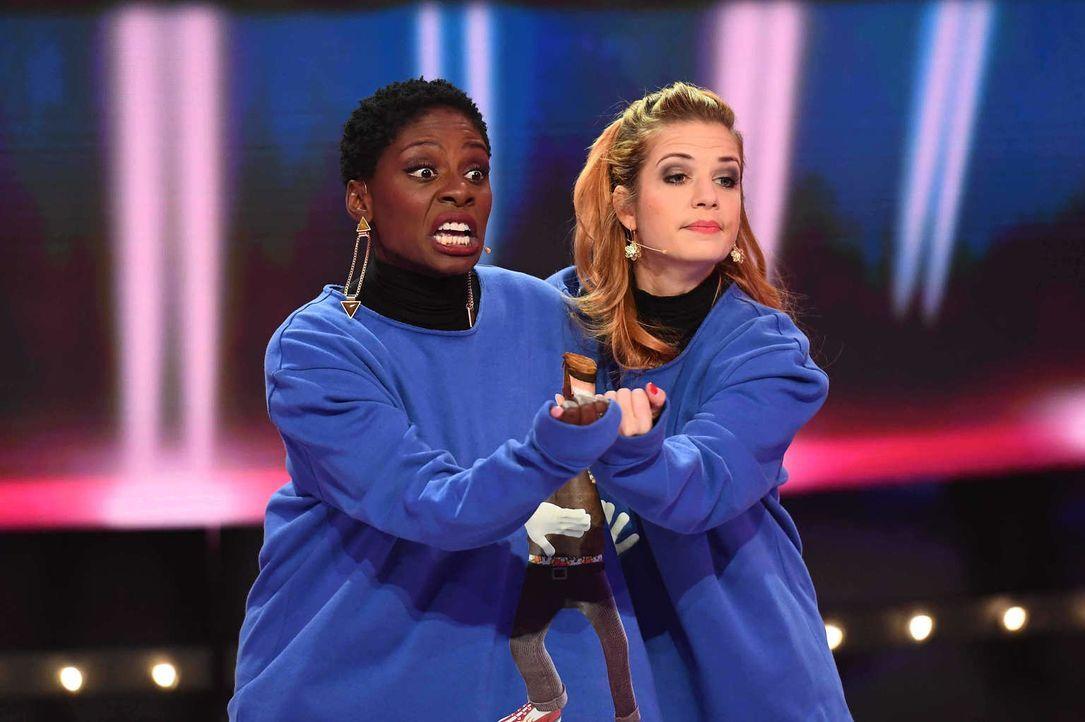 Hier ist echtes Teamwork gefragt. Wie werden sich Nikeata Thompson (l.) und Susan Sideropoulos (r.) dabei schlagen? - Bildquelle: Willi Weber SAT.1