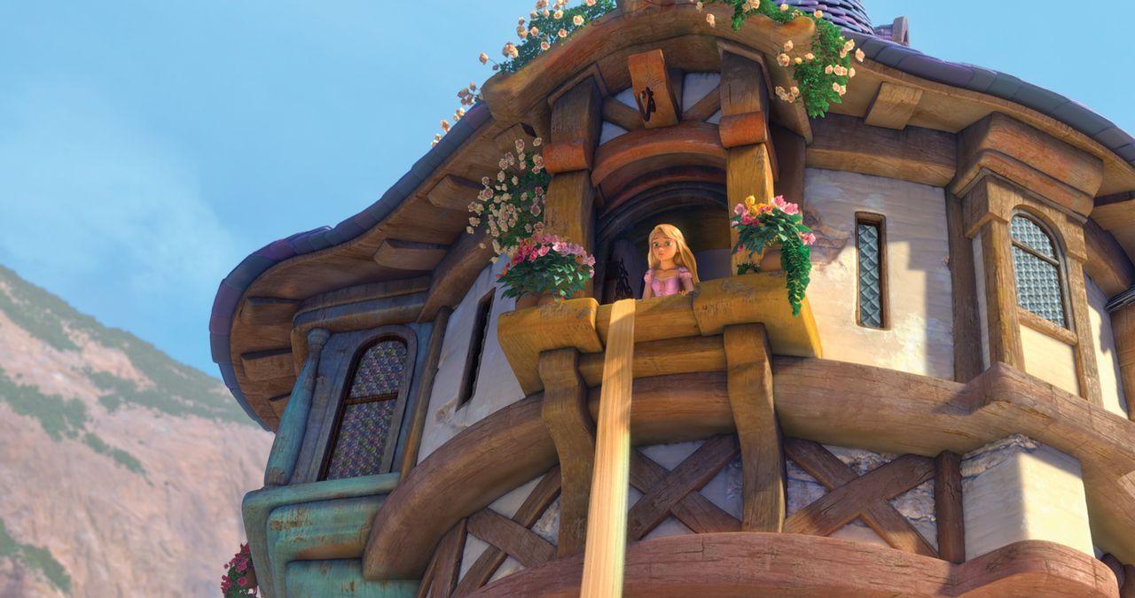 Sind ihre schönen langen Haare der Weg für Rapunzel, aus ihrem Turm herauszukommen? Aber was würde ihre Mutter dazu sagen? - Bildquelle: Disney.  All rights reserved