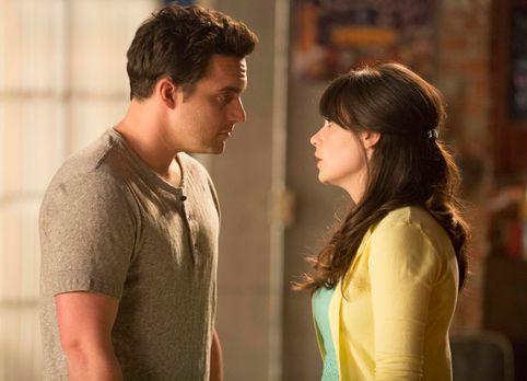 New Girl - Sind glücklich miteinander: Jess (Zooey Deschanel, r.) und Nick (J...