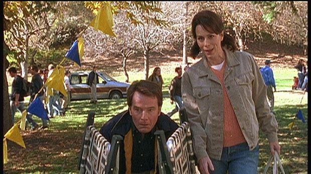 Zum Entsetzen von Lois (Jane Kaczmarek, r.) versucht Hal (Bryan Cranston, l.)...