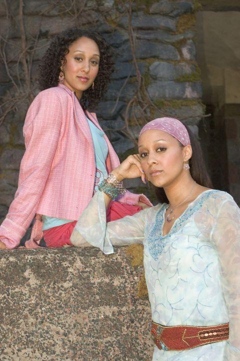 Zu ihrem 21. Geburtstag erfahren Alex (Tia Mowry, l.) und Camryn (Tamera Mowry, r.), dass sie nicht nur Zwillingsschwestern sind, sondern auch, dass... - Bildquelle: Buena Vista International Television