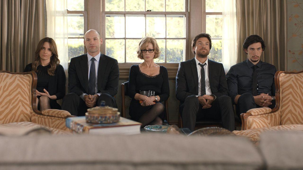 Die Altmans (v.l.n.r.: Tina Fey, Corey Stoll, Jane Fonda, Jason Bateman, Adam Driver) sind nur wenig begeistert, als sie nach dem Tot ihres Vaters u... - Bildquelle: 2014 Warner Brothers