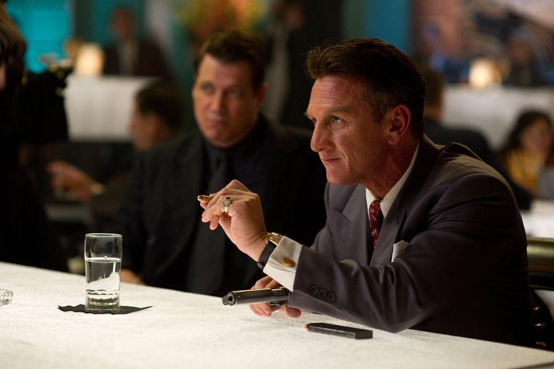 Polizeichef William Parker beschließt, ein Undercover-Team gegen Mafiaboss Mickey Cohen (Sean Penn) zusammenzustellen, um ihm das Handwerk zu legen,... - Bildquelle: Warner Brothers