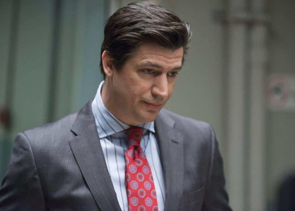Ist der Anwalt Brandt Stone (Ken Marino) wirklich der beste Mann, um Major vor dem Knast zu bewahren? - Bildquelle: 2014 Warner Brothers