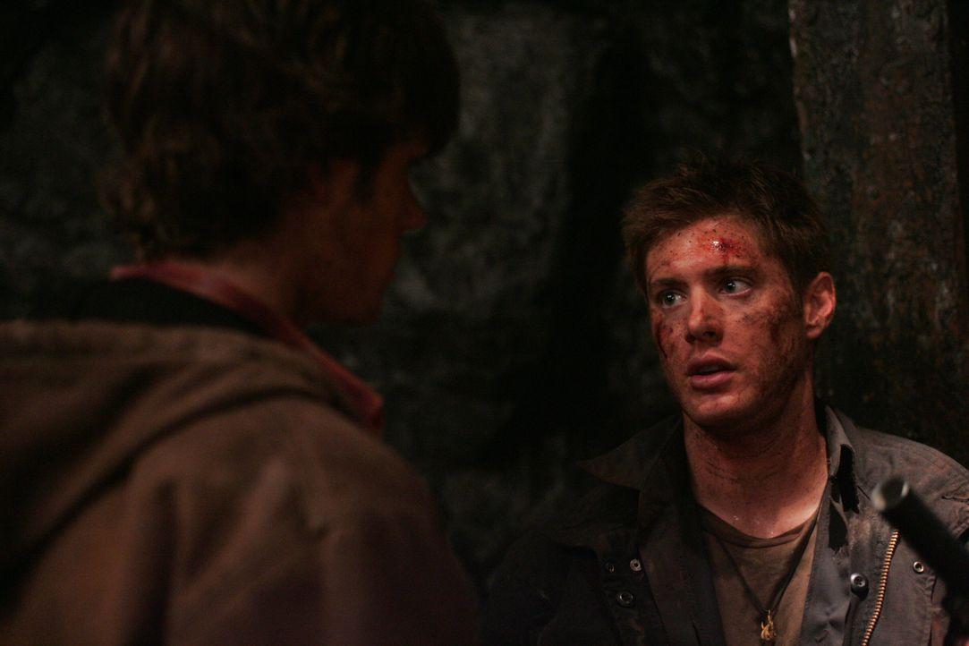 Auf der Suche nach ihrem Vater: Sam (Jared Padalecki, l.) und Dean Winchester (Jensen Ackles, r.) ... - Bildquelle: Warner Bros. Television