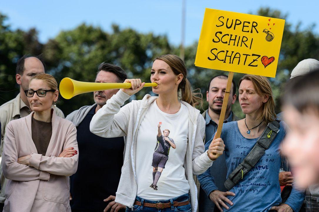 """(4. Staffel) - In """"Knallerfrauen"""" tut Martina Hill (M.) wonach ihr der Sinn steht - hemmungslos und unangepasst ... - Bildquelle: Willi Weber SAT.1"""