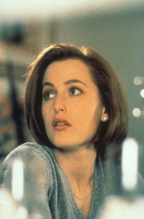 (4. Staffel) - FBI-Agentin Dana Scully (Gillian Anderson) gerät mehr und mehr in den Sog von Vorgängen, die auf natürliche Weise nicht zu erklären s... - Bildquelle: TM +   Twentieth Century Fox Film Corporation. All Rights Reserved.