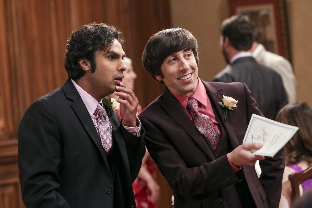 Sogar Raj (Kunal Nayyar, l.) ist erstaunt, als er sieht wen Howard (Simon Helberg, r.) als Trauredner für Sheldon und Amy engagiert hat ... - Bildquelle: Warner Bros. Television