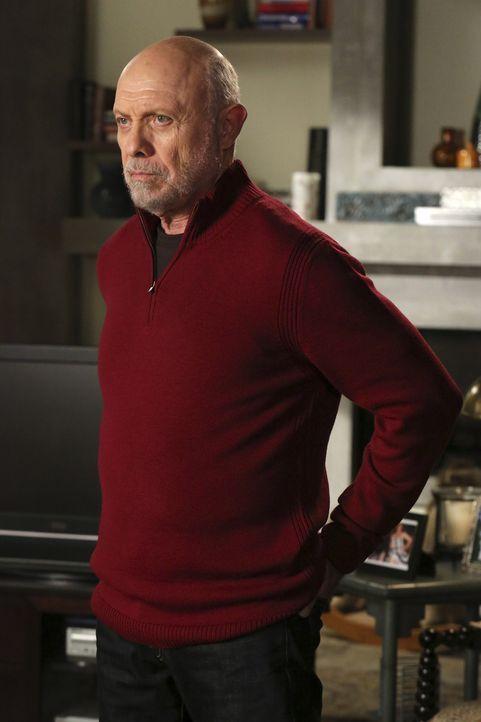 Um seine Tochter bei der bevorstehenden Gerichtsverhandlung zu unterstützen, taucht Carlos (Hector Elizondo) überraschenderweise in Seattle auf ... - Bildquelle: ABC Studios