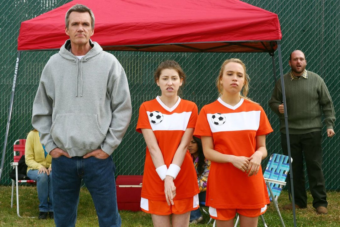 Mike (Neil Flynn, l.); Sue (Eden Sher, M.); April (Evie Thompson, r.) - Bildquelle: Warner Brothers