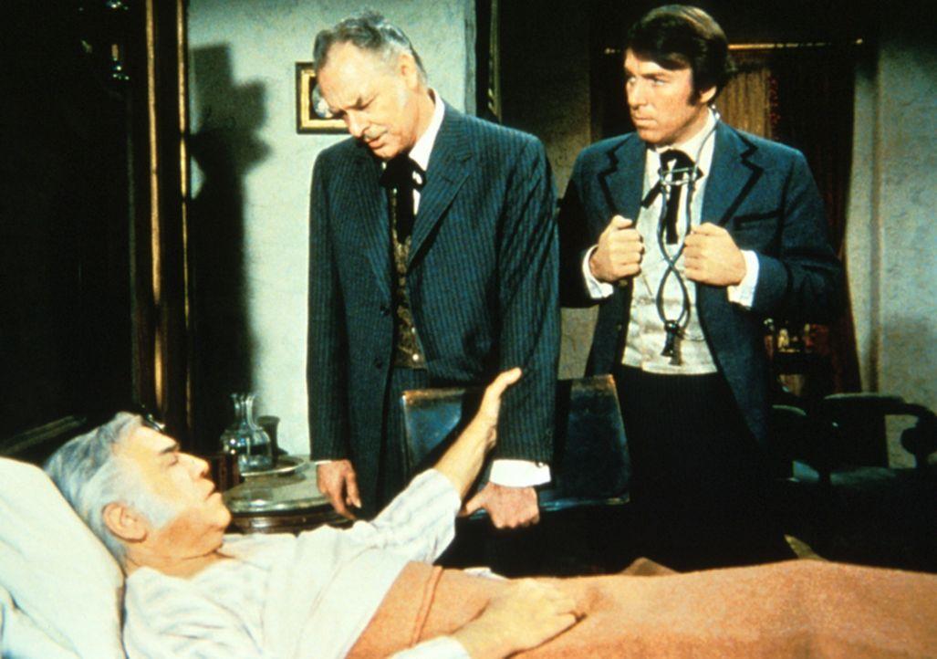 Angeblich todkrank will sich Ben alias Bradley (Lorne Greene) auf die Ponderosa begeben und alles verkauften. - Bildquelle: Paramount Pictures