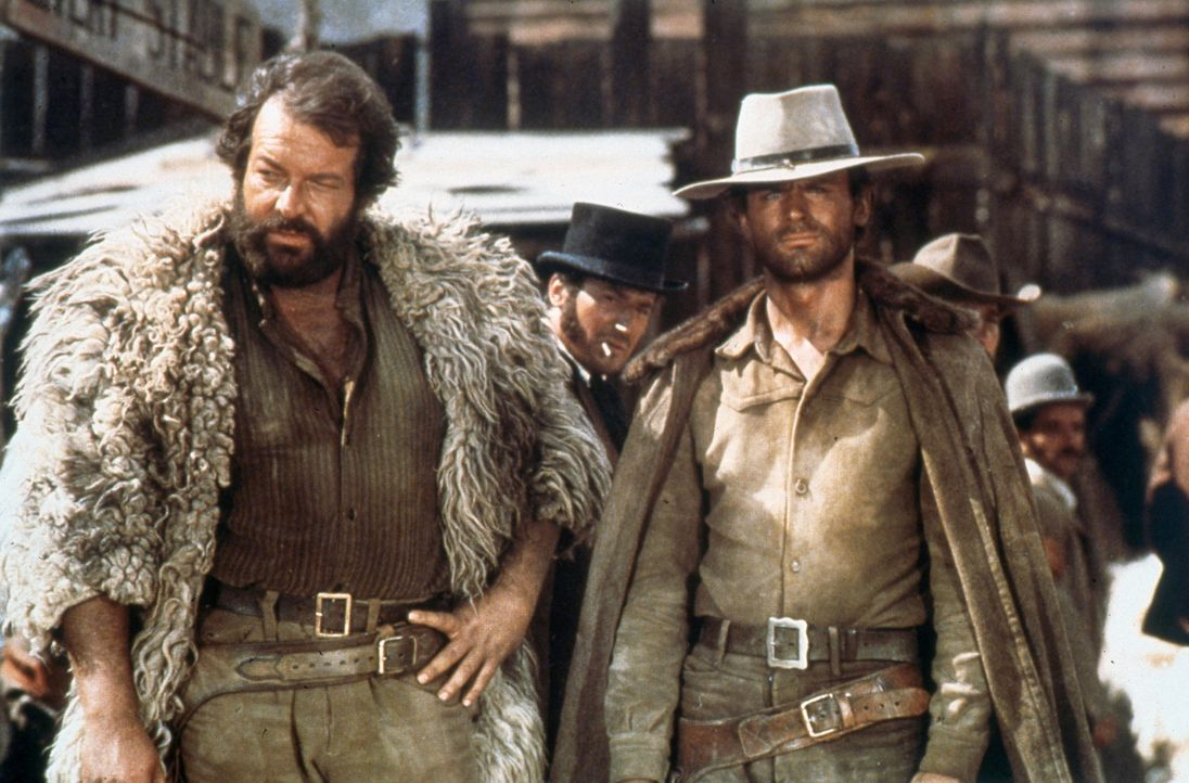 Django (Terence Hill, r.) und Dan (Bud Spencer, l.) machen sich auf die Suche nach einem gewissen Bill St. Antonio, der mit 300.000 Dollar auf der F... - Bildquelle: Tobis