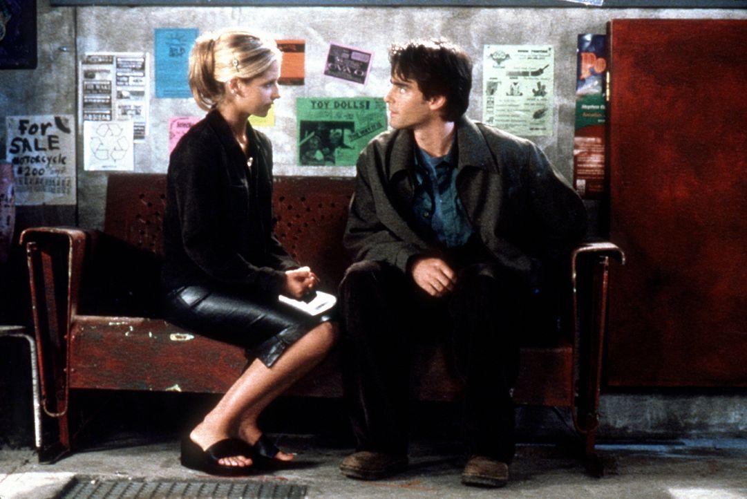 Parker (Adam Kaufman, r.) und Buffy (Sarah Michelle Gellar, l.) verbindet nicht nur ein angeregter Gedankenaustausch miteinander. - Bildquelle: TM +   2000 Twentieth Century Fox Film Corporation. All Rights Reserved.