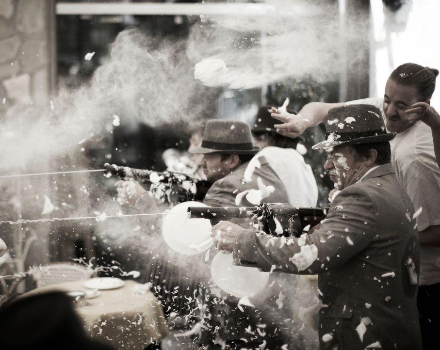 In Italien kommt es zu einem wahren und schmutzigen Food-Fight ... - Bildquelle: David Loftus David Loftus 2014