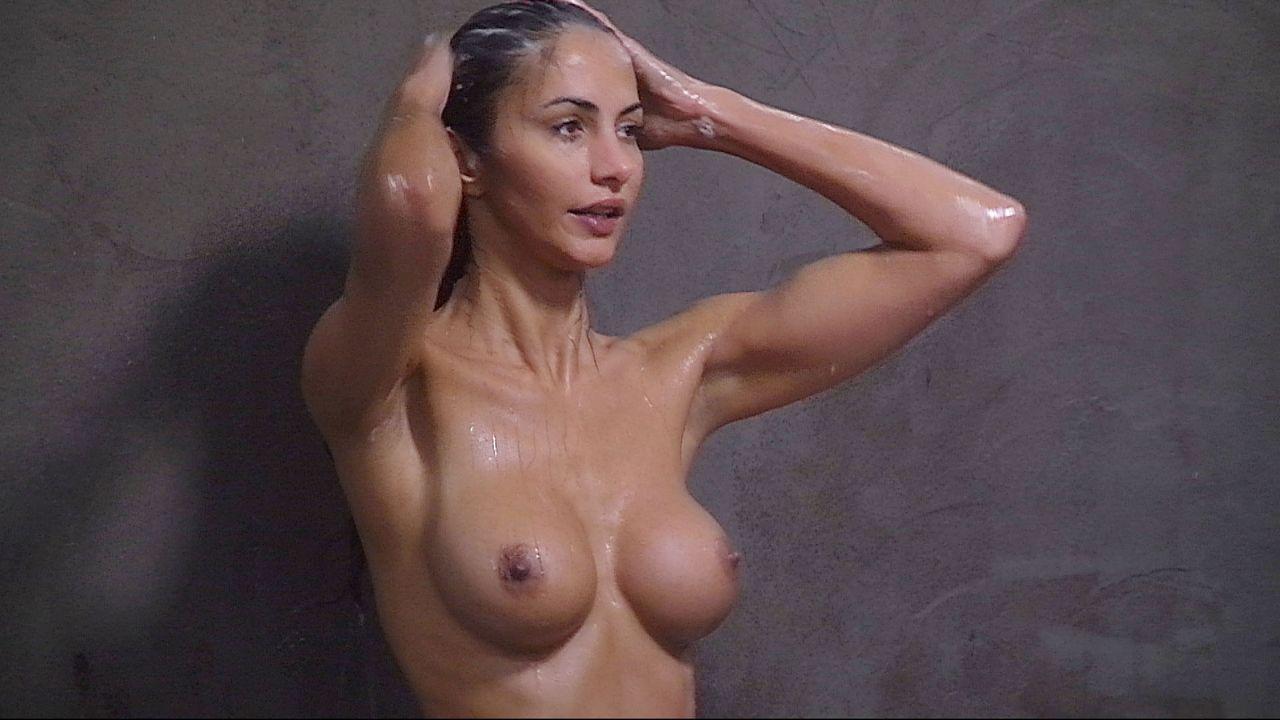 Schill_Janina duscht3
