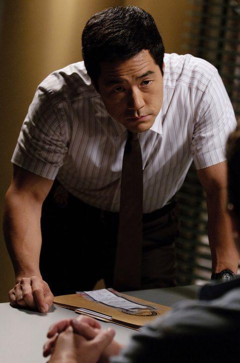 Die Ermittlungen im Mordfall Alan Foster laufen auf Hochtouren: Kimball (Tim Kang) ... - Bildquelle: Warner Bros. Television