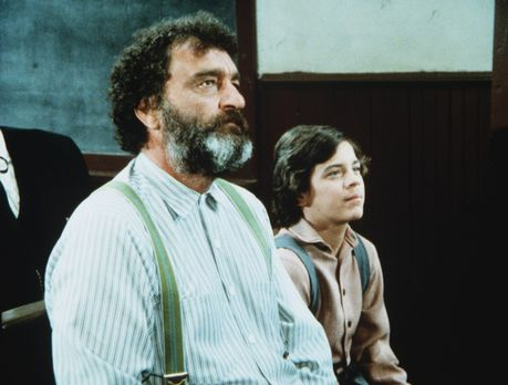Unsere kleine Farm - Mr. Edwards (Victor French, l.) und Matthew (Jonathan Ha...