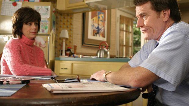 Hal (Bryan Cranston, r.) ist nicht begeistert davon, dass Lois (Jane Kaczmare...