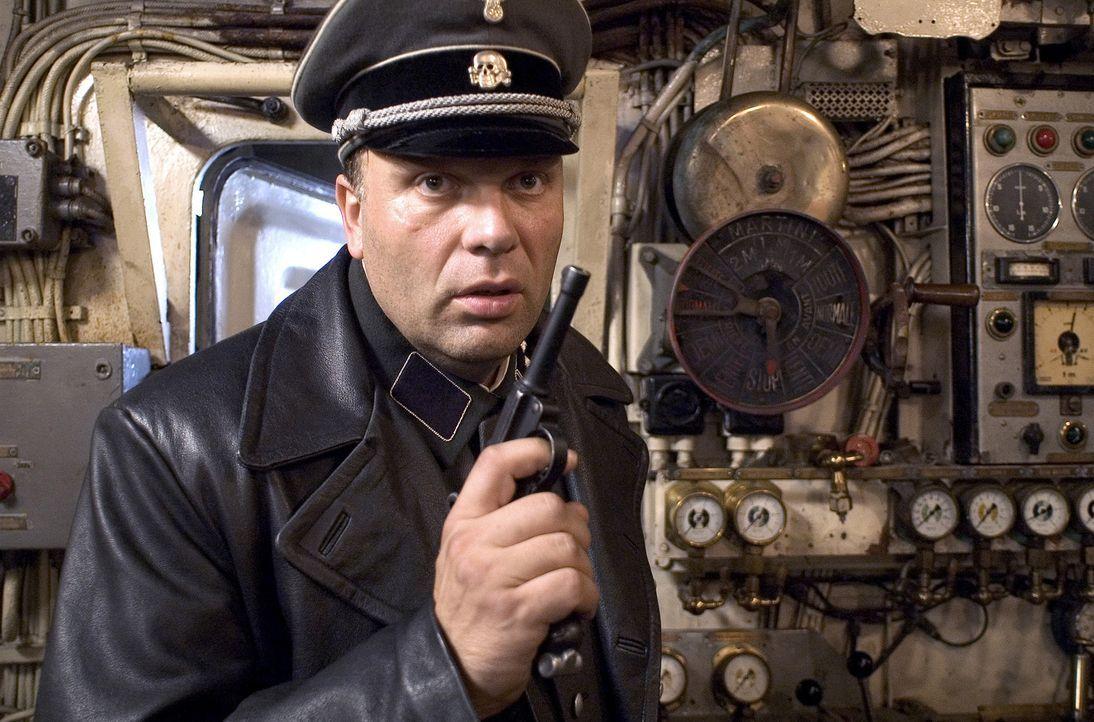 Ohne jegliche moralische Skrupel: SS-Offizier Günther Franken (Waldemar Kobus) sorgt sich um seine Zukunft und eröffnet deshalb reichen Juden die... - Bildquelle: Egoli Tossell Film AG
