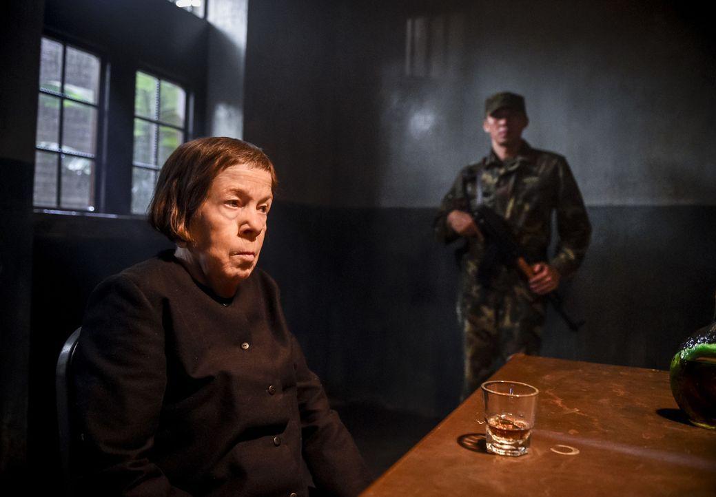 Callen, Sam, Kensi und Deeks schließen sich einem Team aus Hettys Zeit im Vietnamkrieg an, um in einer gefährlichen und geheimen Aktion Hetty (Linda... - Bildquelle: Ron Jaffe 2017 CBS Studios Inc. All Rights Reserved.