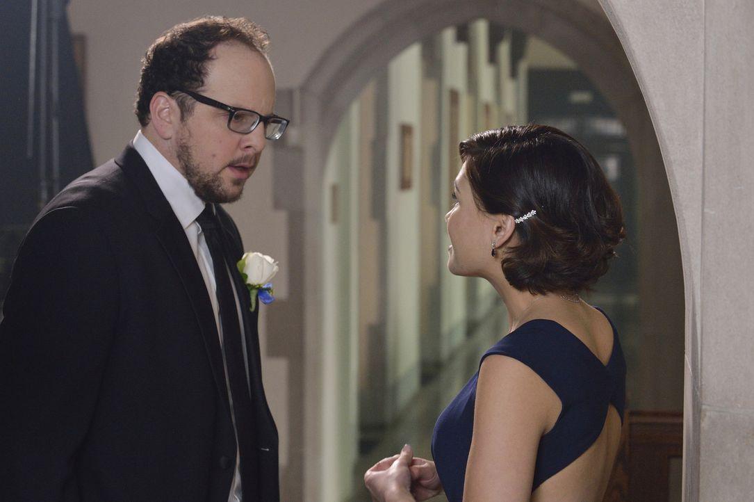 Schlechte Nachrichten: J.T. (Austin Basis, l.) muss Heather (Nicole Gale Anderson, r.) beibringen, weshalb die Hochzeit womöglich in Gefahr ist ... - Bildquelle: Ben Mark Holzberg 2015 The CW Network, LLC. All rights reserved.