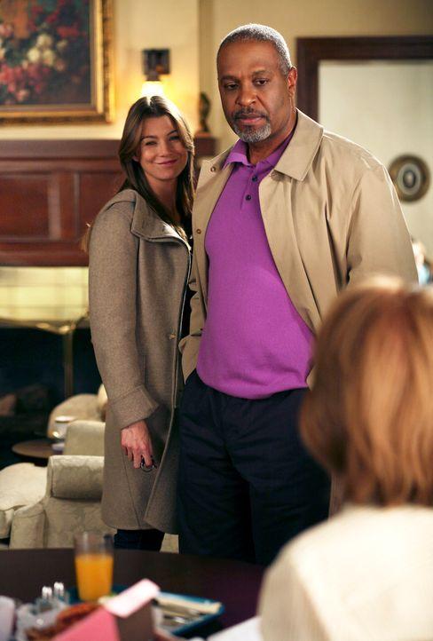 Meredith (Ellen Pompeo, l.) ist etwas enttäuscht, als ihr Richard (James Pickens Jr., M.) mitteilt, dass er ihre Mutter (Kate Burton, r.) nicht mehr... - Bildquelle: Touchstone Television