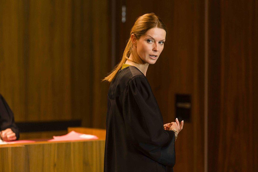 Weiß, was sie tut: Pits Anwältin Lydia Tretschock (Esther Schweins) ... - Bildquelle: Frank Dicks SAT.1