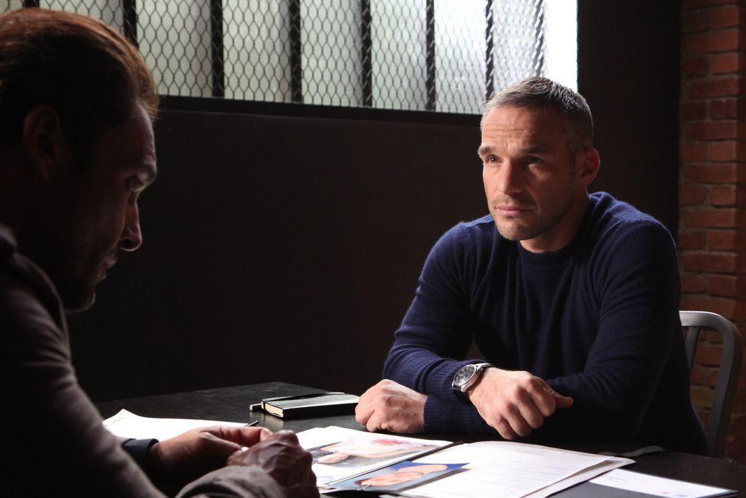 Kommandant Rocher (Philippe Bas) ahnt nicht, dass der neuste Fall möglicherweise etwas mit einem älteren zu tun hat ... - Bildquelle: Xavier Cantat 2011 BEAUBOURG AUDIOVISUEL