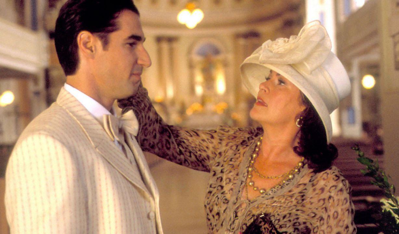 Lina (Mary Walsh, r.) ist stolz auf ihren Sohn Nino (Peter Miller, l.), denn er hat dem Schwulsein abgeschworen und steht vor der Heirat mit Pina ... - Bildquelle: Samuel Goldwyn Films