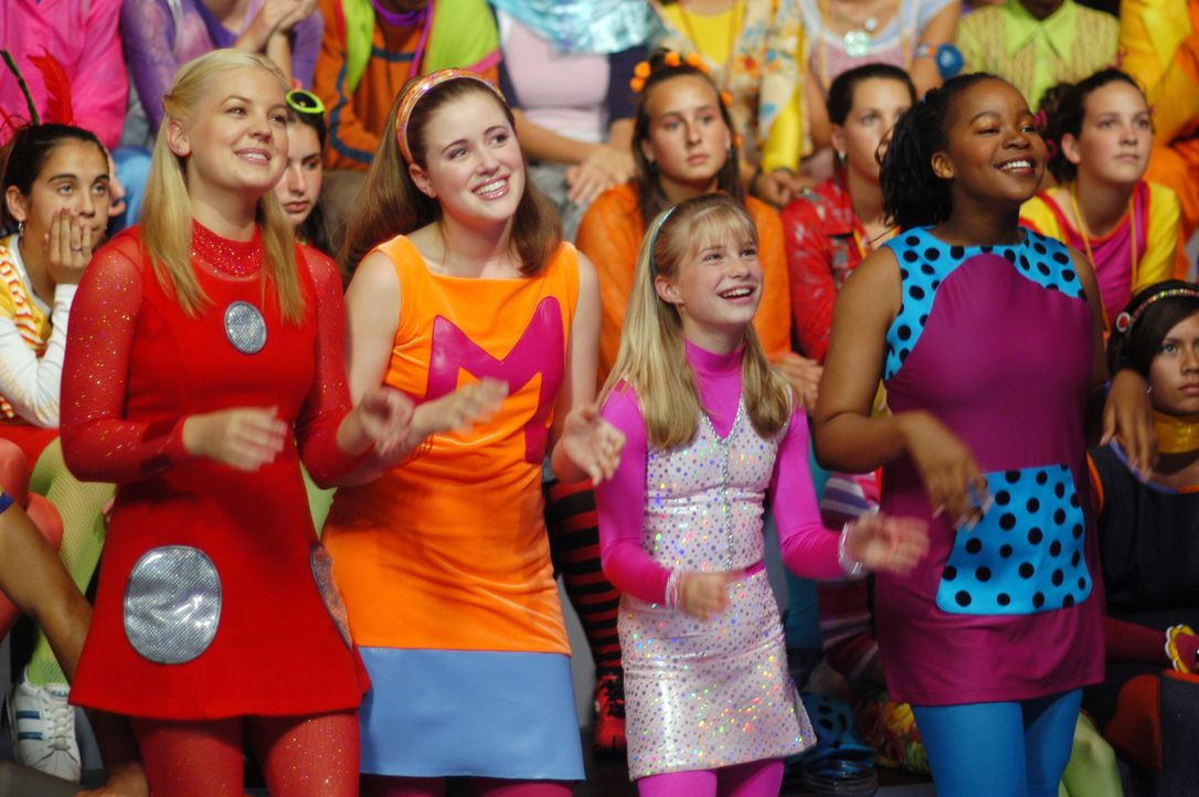 Haben sich für den zweiten Durchgang qualifiziert: (v.l.n.r.) Zenon (Kirsten Storms), Margie (Lauren Maltby), Dasha (Alyson Morgan) und Cassiopeia... - Bildquelle: The Disney Channel