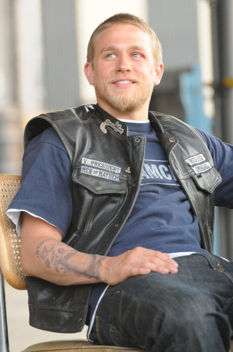Jax (Charlie Hunnam) muss den Fehler eines Mitglieds ausbaden ... - Bildquelle: 2011 Twentieth Century Fox Film Corporation and Bluebush Productions, LLC. All rights reserved.