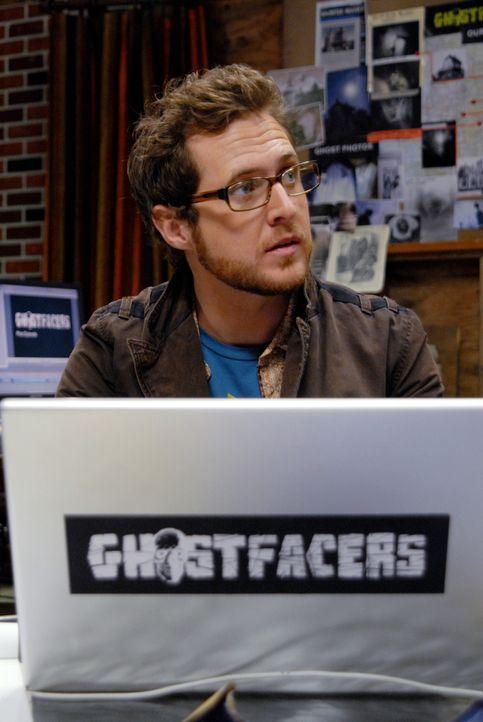 """Zwei alte Bekannte, Ed Zeddmore (A.J. Buckley) und Harry Spengler, inszenieren eine Reality-Show namens """"Ghostfacers"""", welche Jagd nach paranormalen... - Bildquelle: Warner Bros. Television"""