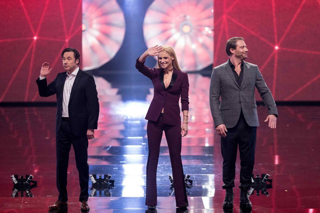 Die Juroren Michelle Hunziker (M.), Michael Bully Herbig (l.) und Sasha (r.) freuen sich auf das Battle der Besten ... - Bildquelle: Stefan Hobmaier SAT.1